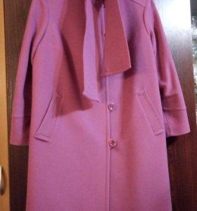 Демисезонное пальто брусничного цвета