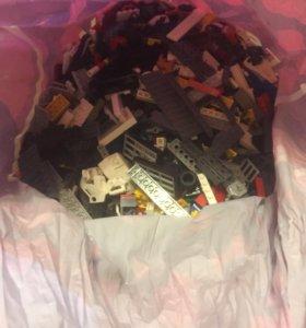 Очень много Лего (LEGO)