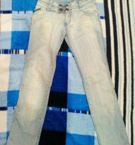 Продам джинсы сразу 3 пары