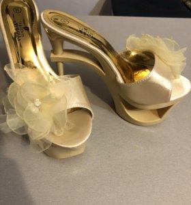 Стрипы новые 38 туфли