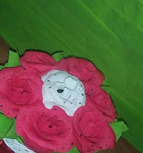 Корзинка с цветочками из конфет