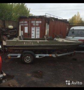 Моторная лодка и скиф-прицеп