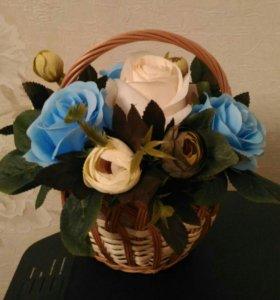 Композиция из искусственных цветов