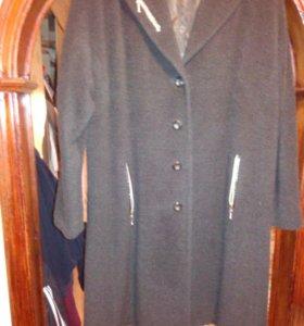 Пальто 52 р.демисизонное.