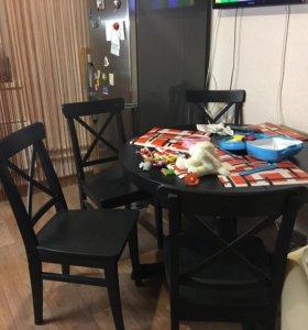 Кухонный стол со стульями массив