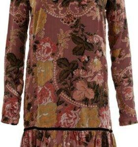 Новое бархатное платье с воланом Fornarina