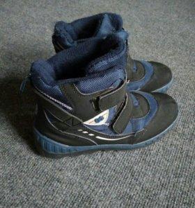 Продам демисезонные ботинки р-р 35.