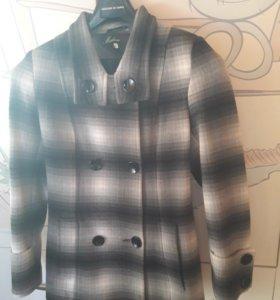 Пальто в очень хорошем состоянии,одевала пару раз