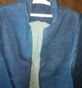 Пиджак джинсовый женский.