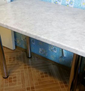 Кухонный стол.удобный