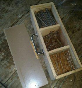 Ящик с гвоздями