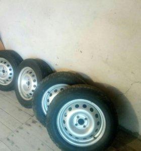 Продаю шины зимние липучки на дисках