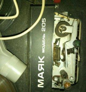 Бабинный магнитофон маяк