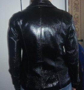 Продаю натуральная кожаная лаковая куртка