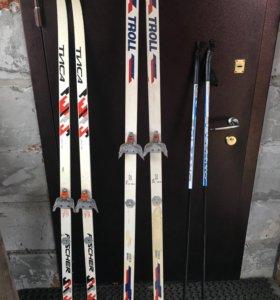 Две пары беговых лыж палки и ботинки совсем новые!