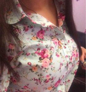 Мятная рубашка с яркими цветами