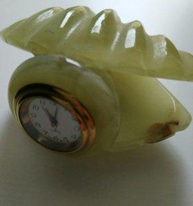 Часы из натурального оникса