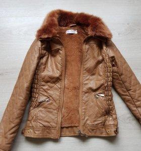 Теплая кожаная куртка от 116 см.