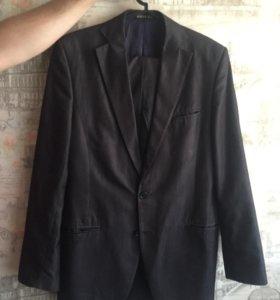 Мужской костюм темно серый бу р-о 44-46