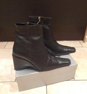 Новые кожаные ботинки