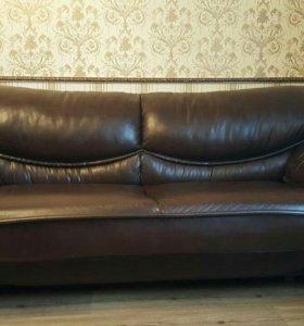 Срочно продаем диван из кожзама.