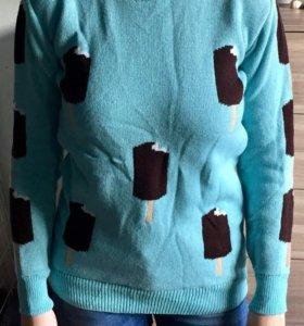 Оригинальный шерстяной свитер