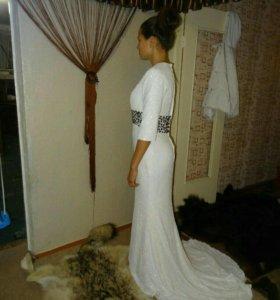 Платье белое вечернее шикарное