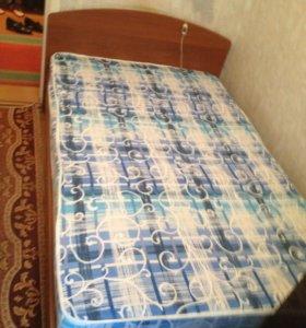 1,5 спальная кровать с матрасом