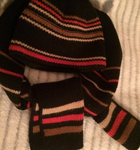 Продам комплект шапка с шарфом немного б/у