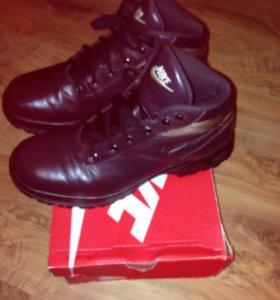 Продам новые фирменные ботинки кожа на зиму 44 р