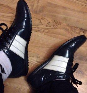 Продам шикарные кроссовки стильные кожа 41
