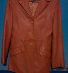 Кожаный пиджак светло коричневый разм.38