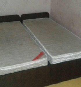 Кровать (2 шт) + матрасы