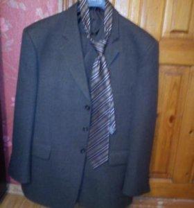 Продается костюм тройка 54 (XXXL)