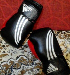 Боксерская форма и перчатки