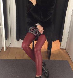 Красные кожаные брюки Zara