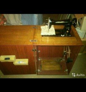 Ножная швейная машинка тумба.
