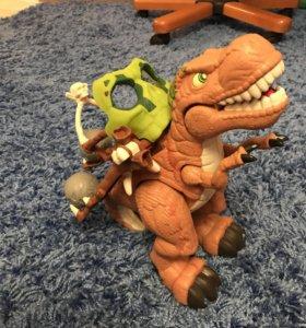 Динозавр издаёт звуки кидает камни + человечек