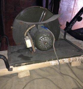Комбайн для шинковки капусты в больших объемах.