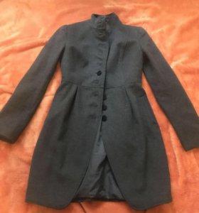 Пальто осеннее новое 44-46размер