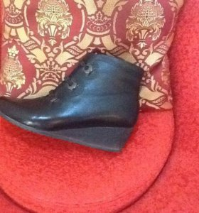 Ботинки 39 р плюс туфли в подарок