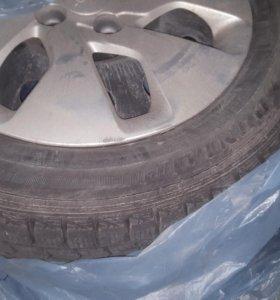 Зимние колеса Dunlop с колпаками на Kia Rio