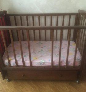 Дет. кроватка-маятник с ящиком на колесах и матрас