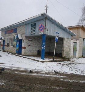 Магазин с торговым оборудованием, плюс гараж 70м2.