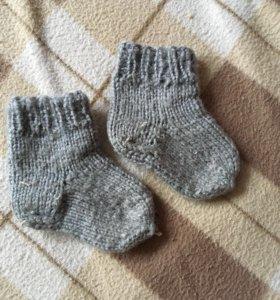 Носочки и пинетки вязаные