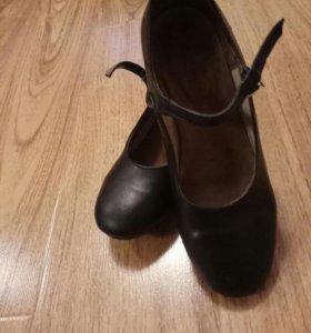 Туфли для народного танца.