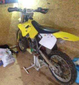 Мотоцикл Сузуки рм125 2т
