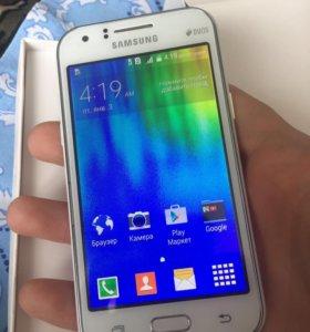 Samsung J1 8гб