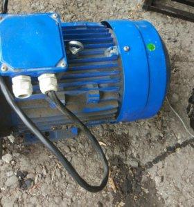 Продам асинхронный электродвигатель