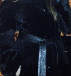 Шуба мутоновая, с воротником и капюшоном из норки